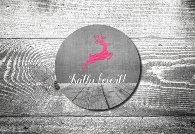 kartlerei bierdeckel drucken bayern bayrisch einladungskarten pinker hirsch 400x275 - Einladungskarten Geburtstag Text