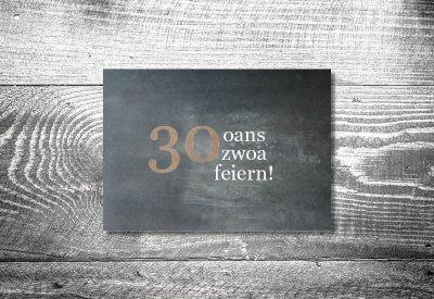 kartlerei karten drucken bayern geburtstagseinladungskarten bayrisch heimatgefuehl oans zwoa feiern 400x275 - Geburtstagseinladung auf Bayrisch