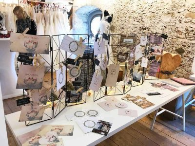 kartlerei messen ausstellungen mia zwoa kloster benediktbeuern hochzeitspapeterie messestand papiermuster 400x300 - Messen, Märkte & Ausstellungen