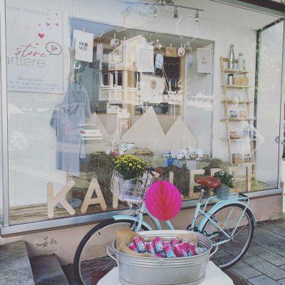 kartlerei store dorfstrasse 24 kiefersfelden bayrische geschenke souvenirs alpenstyle 400x400 - kartlerei store - Geschenke & Souvenirs im Alpenstyle